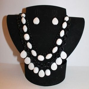 Black and White Necklace and Earrings Set